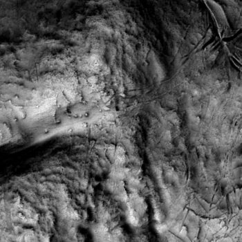 The same burial mounds, as seen in the image above, in lidar, showing its utility in upland landscapes for identifying and mapping subtle earthwork features.  © Copyright ARS Ltd 2021.